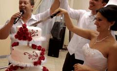 Esküvőjén zenekarunk tagja is elláthatja a vőfélyi vagy ceremóniamesteri teendőket.