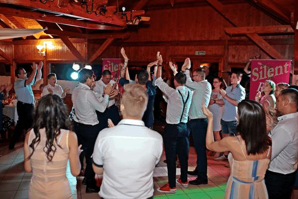 Ha lakodalmas vagy esküvői zenekart keresel bennünk nem fogsz csalódni.
