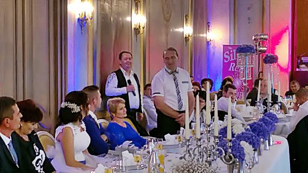 Esküvőre a zenekar a vőfélyi vagy ceremóniamesteri szolgáltatást is vállalja.